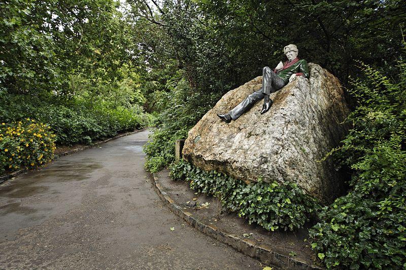 Oscar Wilde statue dublin park