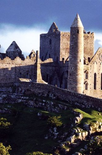 Rock of Cashel Tour – Tips and Guide For First Time Visitors