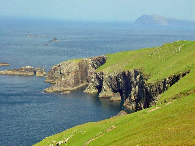great blasket island cliff